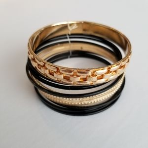 ⭐️ 2/$20 ⭐️ Set of Gold & Black Bracelets